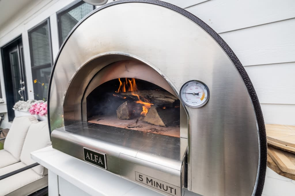 outdoor kitchen with alfa wood fired pizza oven (9)