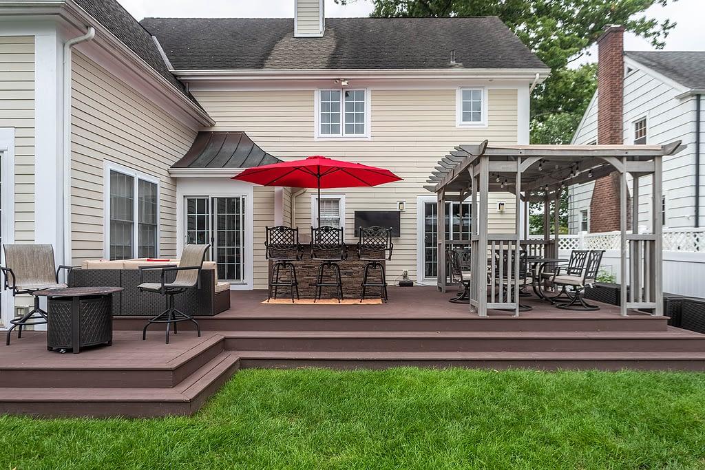 Outdoor Kitchen on Deck with Umbrella (5)