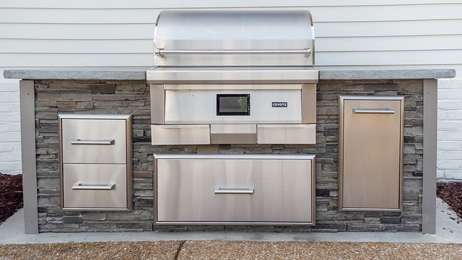 Pellet grill outdoor kitchen on patio with lighting (2)