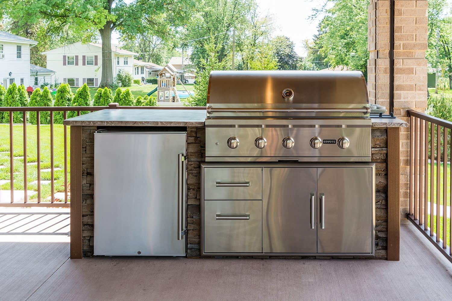 straight outdoor kitchen island with combo storage on deck (23)