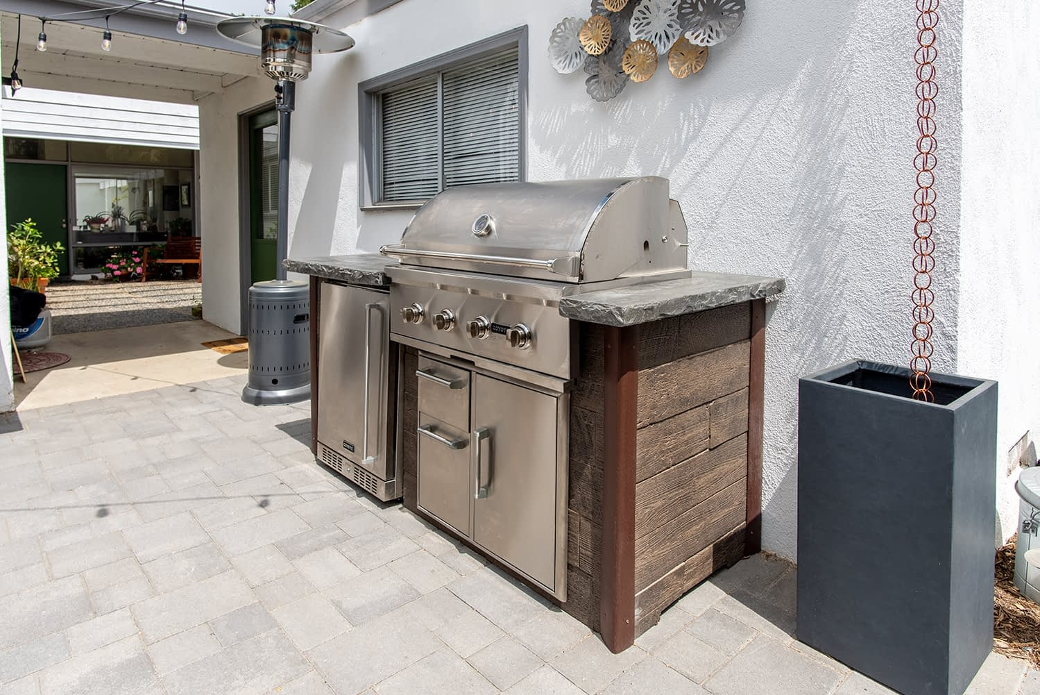 Small Outdoor Kitchen Setup on Patio with Built in Grill and Sink (4)