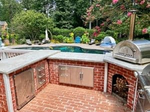 u shaped outdoor kitchen wtih pizza oven
