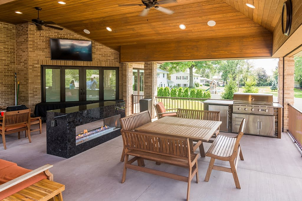straight outdoor kitchen island with combo storage on deck (2)