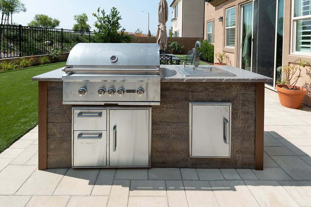 Outdoor Kitchen Island on Patio with built in grill and drop in cooler (1)