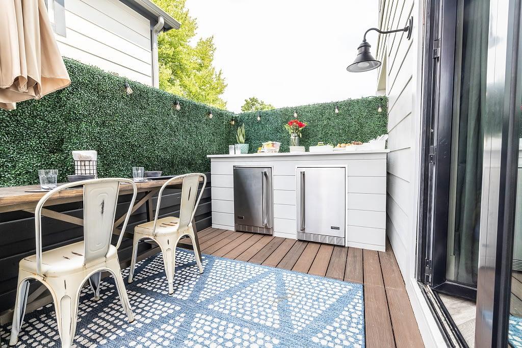 Mina Starsiak Hawks outdoor kitchen with bar and pizza oven island (1)