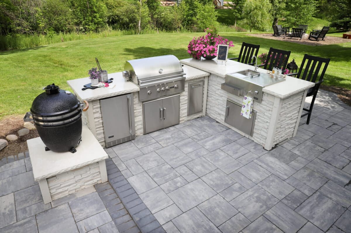 L Shaped Outdoor Kitchen Layout - 3 Benefits from an Expert - Featured Image