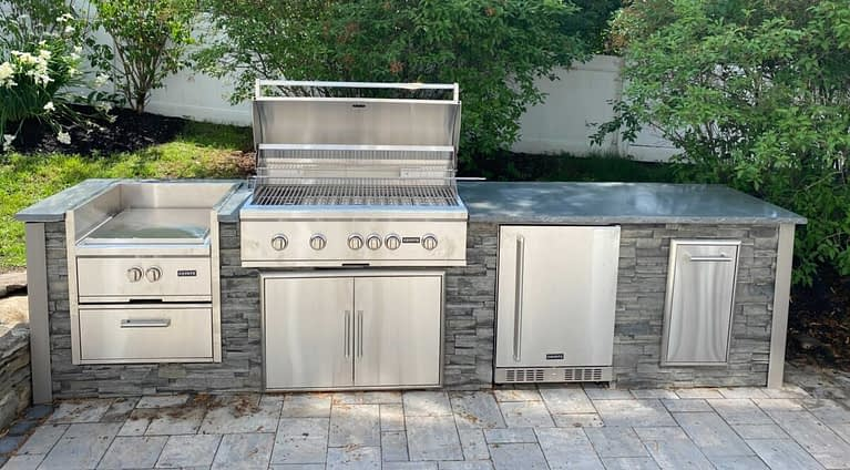 Outdoor Kitchen Appliances - 8 Important Considerations - Featured Image