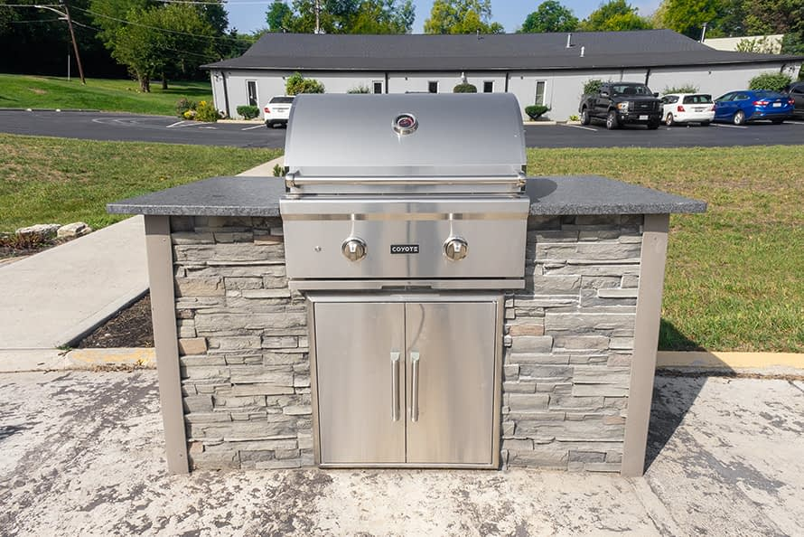 simple outdoor kitchen idea with built in grill (1)