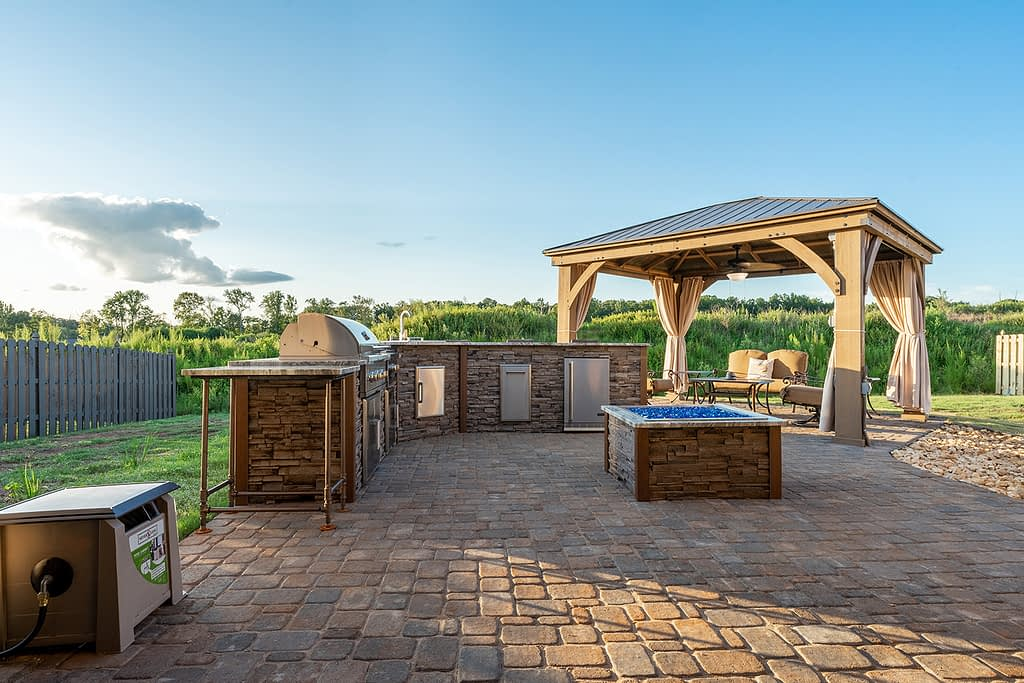 l shape outdoor kitchen idea with fire pit (20)