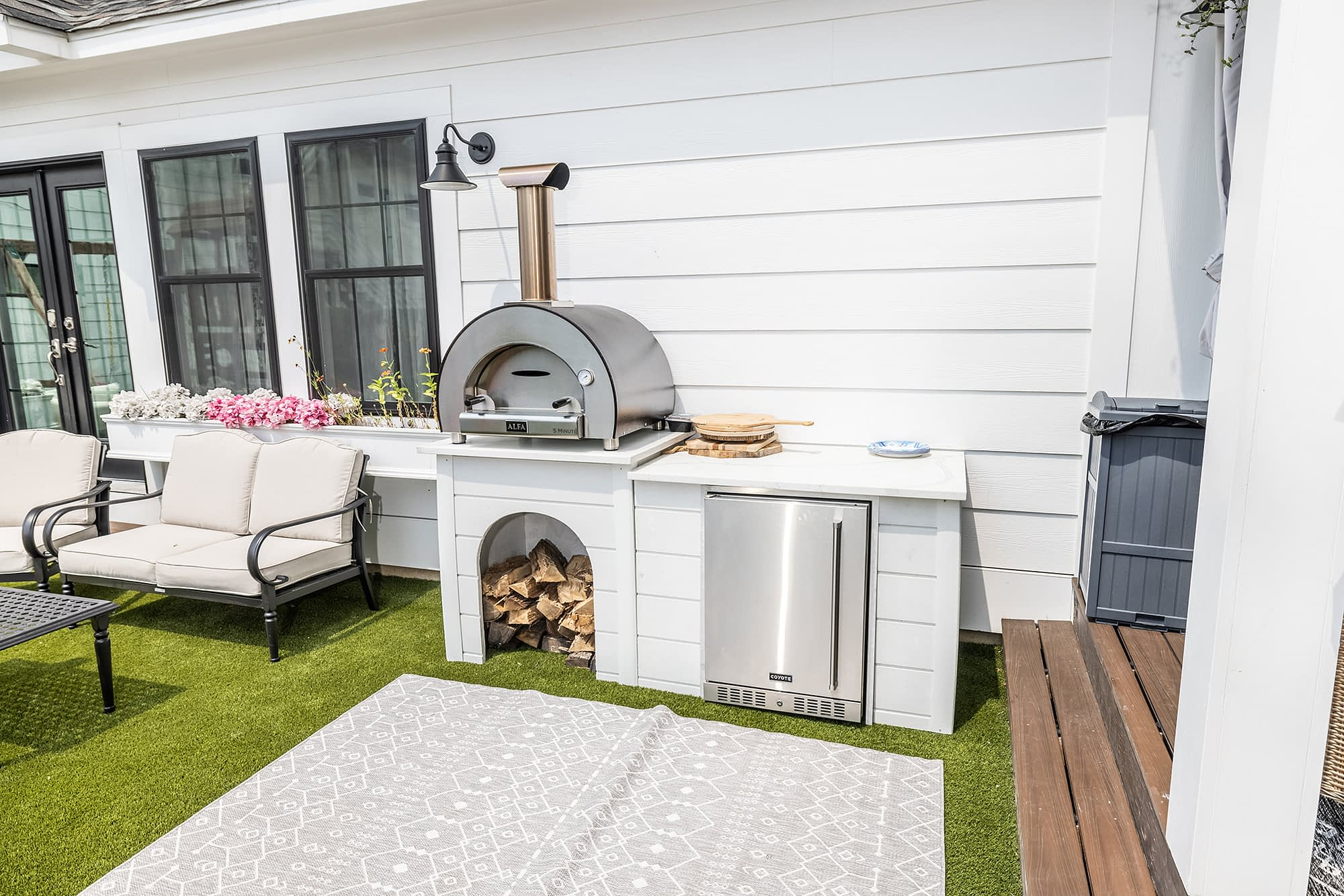 outdoor kitchen with alfa wood fired pizza oven (1)