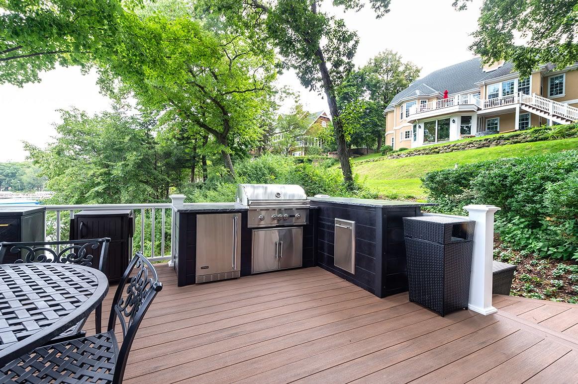 l shape outdoor kitchen on deck near lake (12)